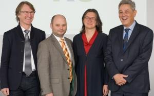 Bild für Web_1_Der neu gewählte NAKO-Vorstand am 15.10.2015 (von links nach rechts) Prof. Dr. Wolfgang Ahrens, Rechtsanwalt Henrik Becker, Prof. Dr. Annette Peters, Prof. Dr
