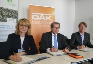 Bild_Unterzeichung_Vertrag_DAK_Vorstand