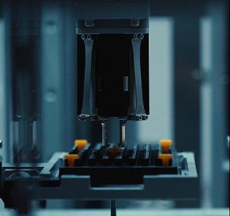 Der Roboter im -180°C-Lager such die Probenröhrchen automatisiert zusammen - Copyright @Helmholtz Zentrum München
